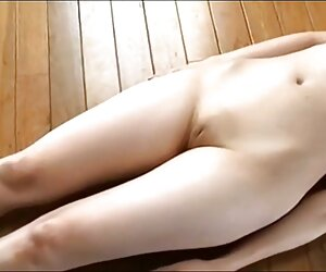 Ֆրանսիացի ճապոնական կինը սեքսի քահանան, սեքսից, ծեծից եւ ծամելուց հետո, միանձնուհիներին պատռում է իր pussy-ում: