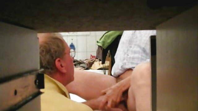 Պետին աշակերտուհի սեռական տեսանյութեր իր pussy, սեղանի վրա, աշխատանքի հարցազրույցի եւ ընդունելության.