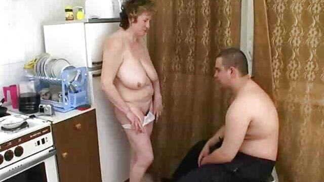 Կարմիր պոռնո մոդելը, licks, swirls նկարահանվել Է սեքս կասետ փառք պոռնո Մեծ ստուդիայում.